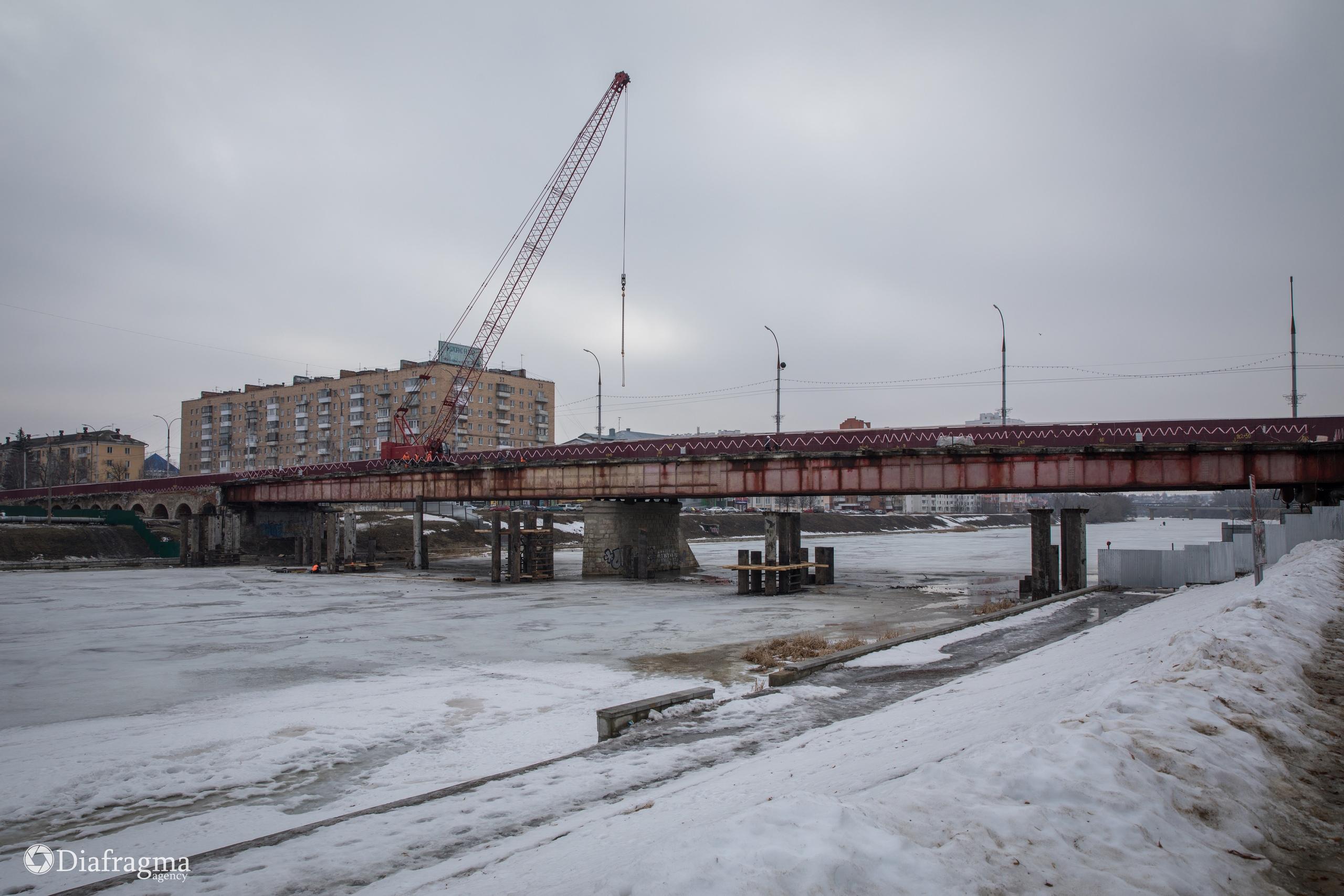 Красный мост в городе Орле